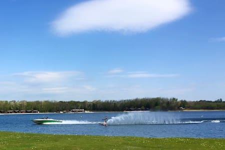 Bright and spacious lakeside Lodge. - Carnforth