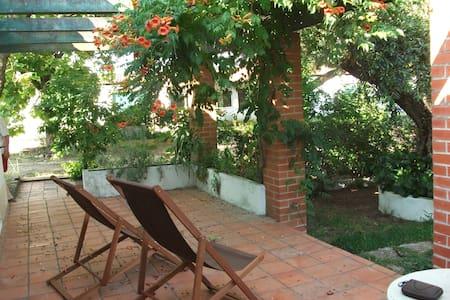 Casinha no Jardim/Casa da Caldeira - Hus