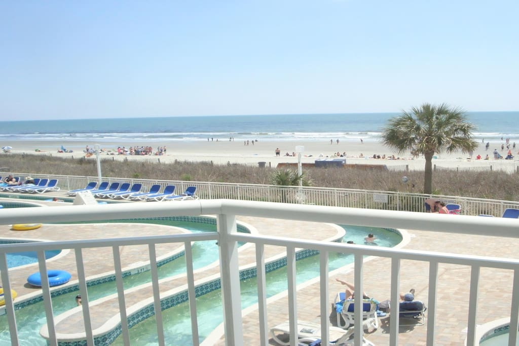 Gorgeous Oceanfront 1 BR Sleeps 8