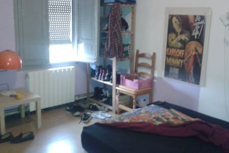 Habitación doble en Lleida. - Apartment