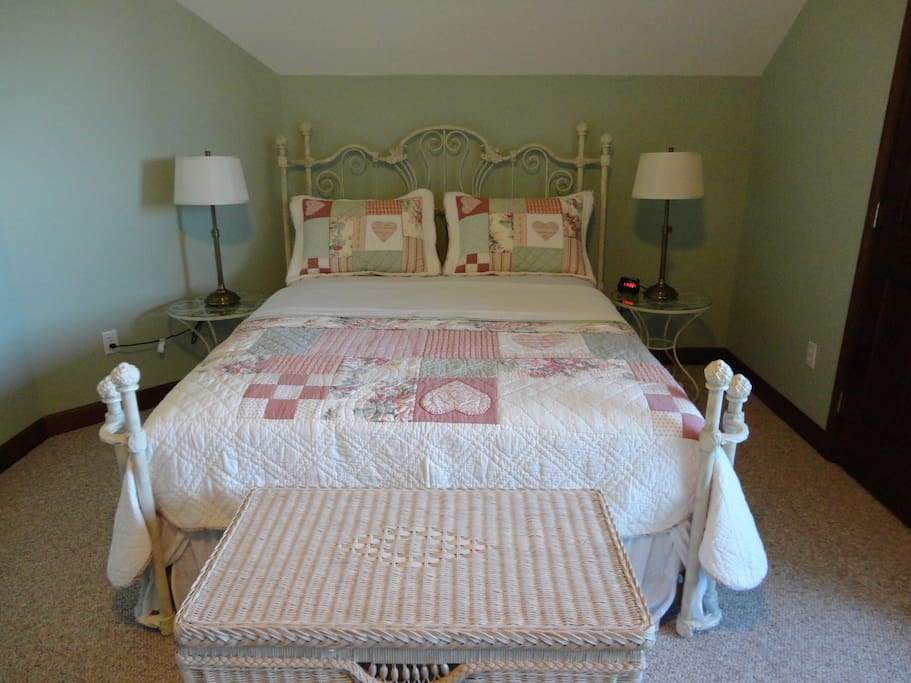 Fuggle Room Queen  Bed Set for Summer