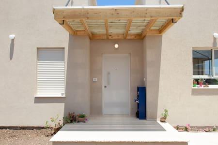 Newly built home, sea-side Kibbutz - Casa