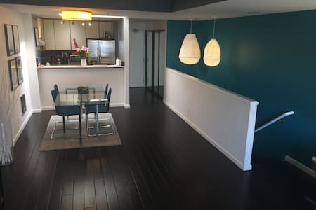 NEW Modern Townhome Walking Distance from Union Sq - Adosado