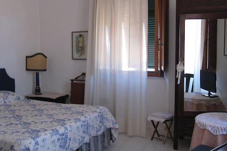 BEAUTIFUL ROOM IN GIGLIO PORTO - Giglio Porto - Bed & Breakfast