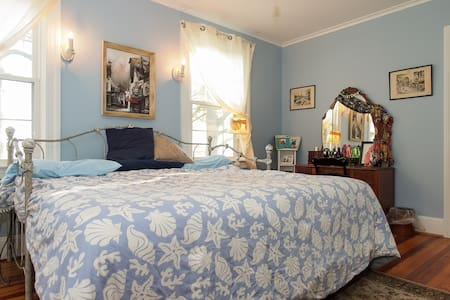 Bayfields Blue Willow 2 Twin/1 King - Bed & Breakfast