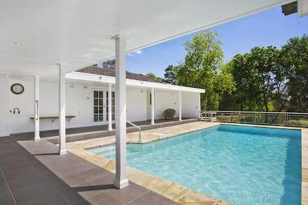 Entire house with pool on 2 acres - Hus