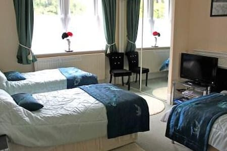 The Teal Room is a triple room - Warminster