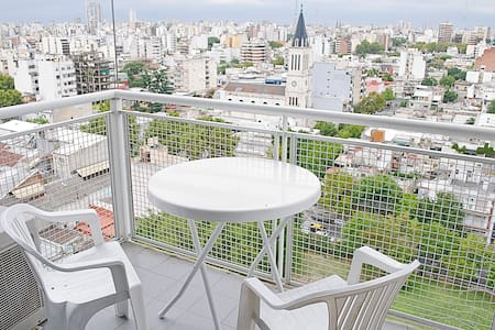 Room type: Entire home/apt Property type: Apartment Accommodates: 4 Bedrooms: 2 Bathrooms: 1.5