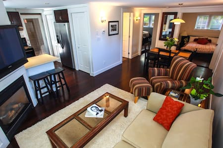 Grand Boulevard N.Van private suite - Ház