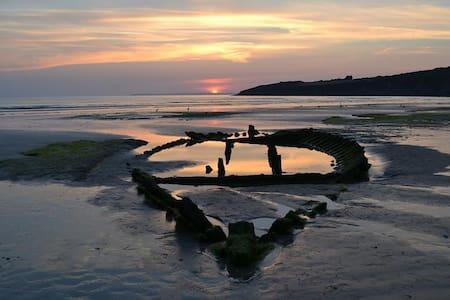La Bretagne au coeur , le Finistère - Cast - Bed & Breakfast