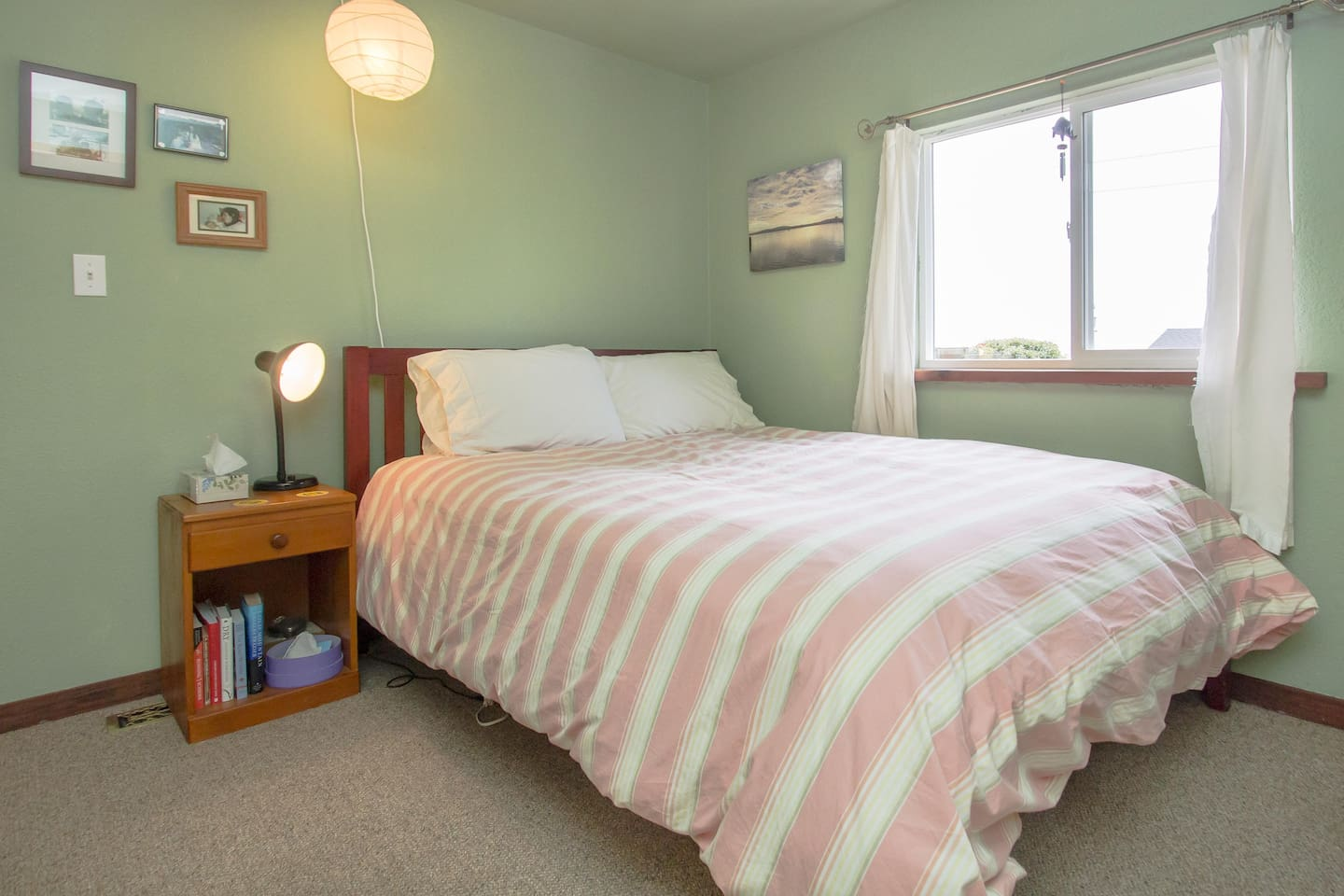 Relax by the bay in this comfortable room, with a plush mattress, fast wifi, cable TV, and a view of the water!