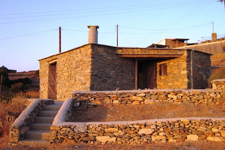 Hillside studio with sea view - Andros - House