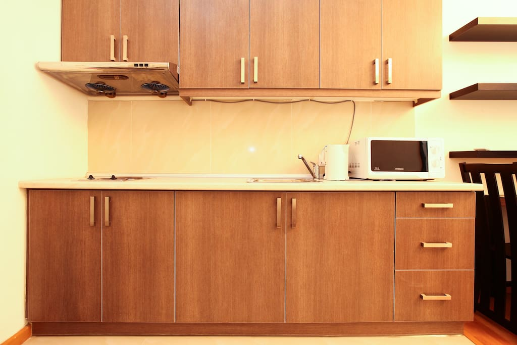 Kitchen cabinet, also equipped with microwave, kettle and also a complimentary of tea, coffee + snacks