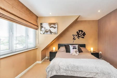 Cozy double bedroom. - Thornton Heath - Lejlighed