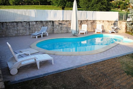 B&B ZONA COLLINARE CON PISCINA  - Albano Sant'alessandro - Bed & Breakfast