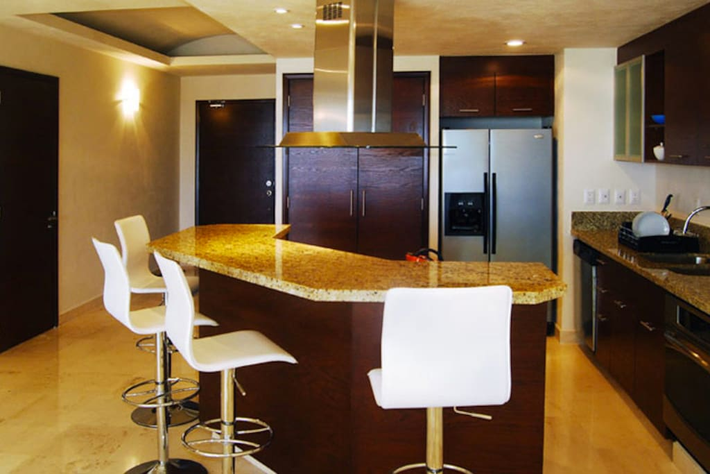 Fully equipped kitchen + bar.