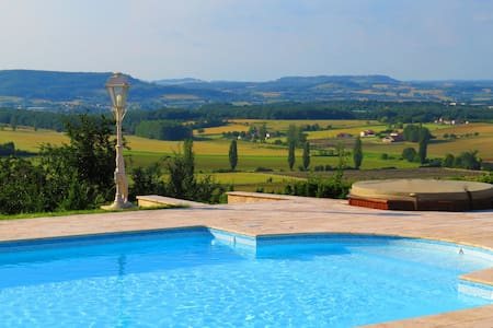Beautiful 5 br house on 12 acres - Dausse - Haus