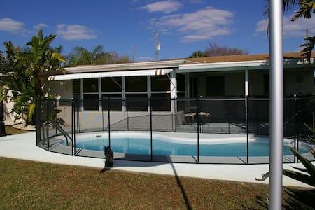 Serenity on the Gulf, 3br/2b, pool - Haus