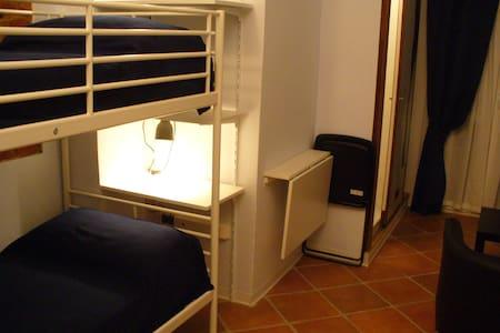 Camera confortevole con servizi- aria condizionata - House