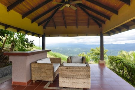 A very nice little house with a nice view perfect if you want something different from the hotels, it has a small kitchen fully equip , this home has 2 bedrooms with 3 beds, perfect for a small family,