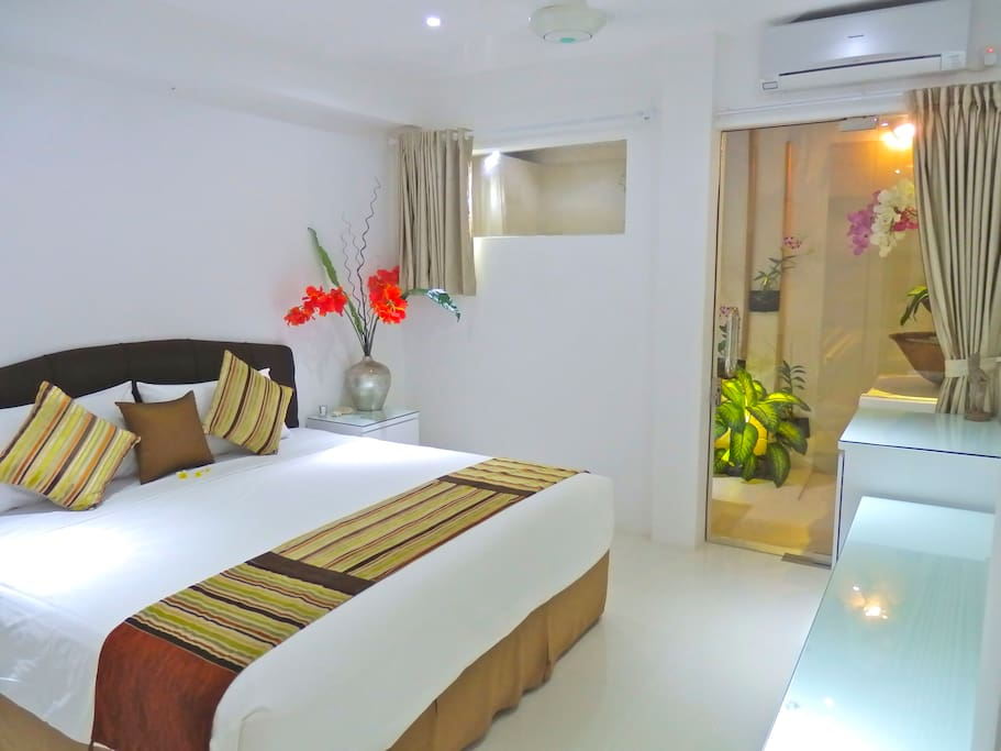 "BED 2   King size, A/C , celling fan, 32"" flat screen cable TV, DVD , ,private semi out door ensuite,  200x200 king koil bed that can be zipped apart to make 2 singles, hairdryer, bathroom amenities."