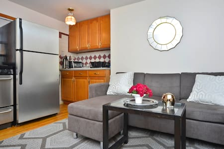 Rediscover Relaxation.  Located on a quiet street, steps away from Cobble Hill's cafe's, restaurants, and shops, is a charming apartment. Please read through listing and house rules before requests and contact me to confirm availability. Thanks!