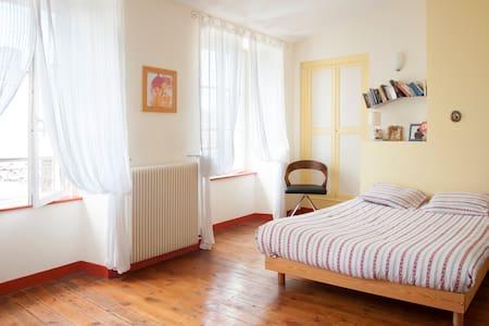 Rooms next to sea & La Rochelle - Casa