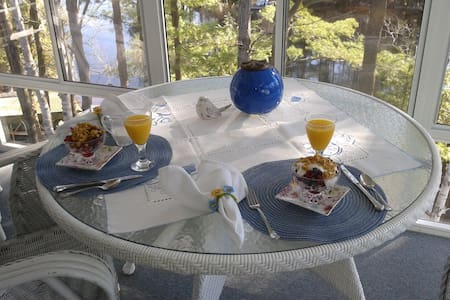 Lillian's Cottage B&B Williams Room - Bed & Breakfast