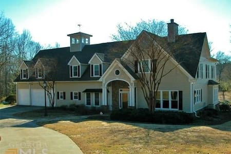 Beautiful Custom Home on 20 Acres - Hoschton - Talo