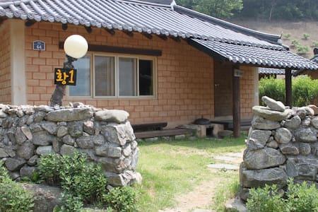 안덕마을 황토1호방 - Wanju-gun - House