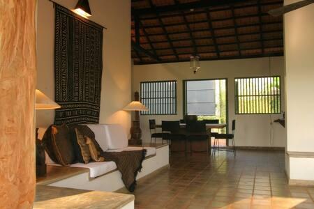 HOLIDAY HOME NEAR SRI JAYAWADENEPURA -KOTTE - Colombo