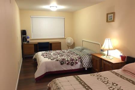本房源位于西雅图市伊萨夸小镇的老虎山山脚下,环境优美,适合旅行家庭居住 - Issaquah