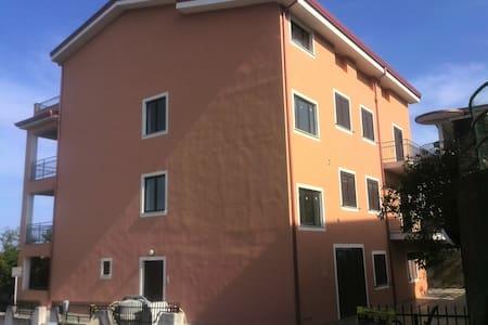 Grande appartamento a Belvedere Mmo - Apartment