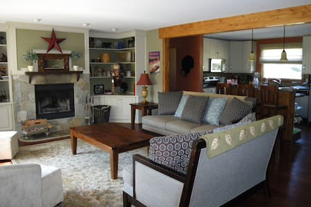 Cozy Invermere Family Get Away - House