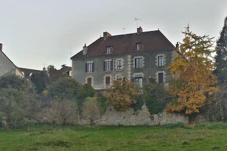 Demeure de charme dans la campagne française - Appartement