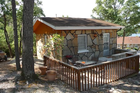 Rustic Stone Cabin 5 - Camdenton - Zomerhuis/Cottage