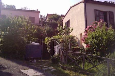 Appartamento con giardino in villetta bifamiliare - Sassetta - Radhus