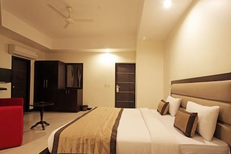 Stay for couple in mahipalpur - Bed & Breakfast