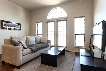 Heart of Downtown 1/1! - Austin - Apartment