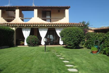 Villa vicina al mare con giardino - Villa