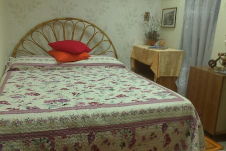 Comfortable room + meals + parking) - Neapel
