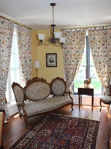 Chesley's Inn - Governor's Suite - Bed & Breakfast