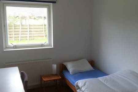 Beautiful Location, Semi Serviced Rooms, Aberdeen - Bungalow