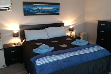 Private access room w/ensuite. Includes breakfast - Bed & Breakfast