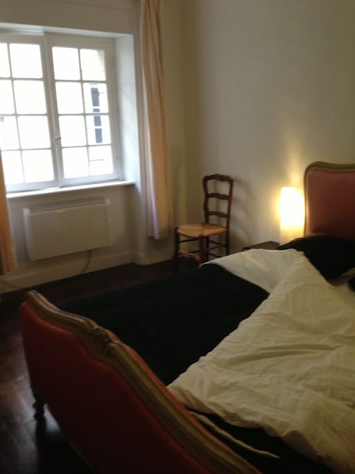 Voici la chambre avec lit 2 personnes