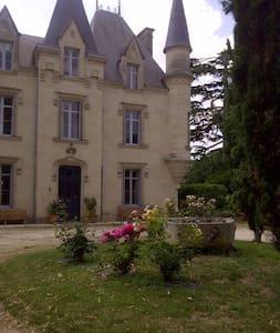 Chateau de Baugé B&B Jade Room - Bed & Breakfast