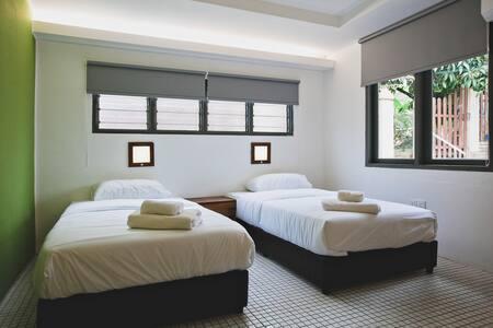 Edmond's At Kenny Hill (Green Room) - Kuching - Ev
