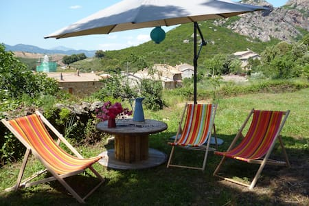 Top 20 holiday lettings olmo holiday rentals apartments for Peri y canape
