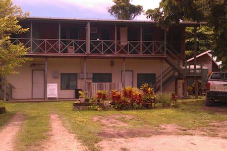 Kavieng Beach, 2 br unit #4 - Wohnung