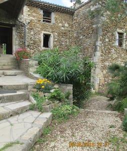 Chambres dans maison en pierres restaurée - Allan - House